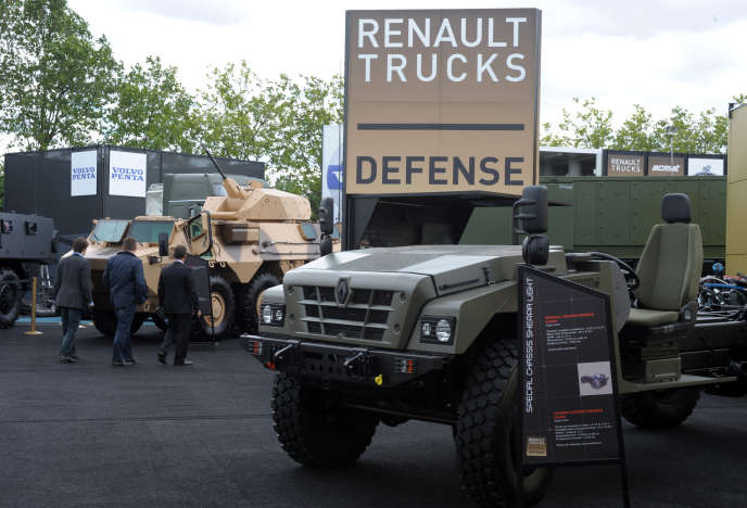 Des véhicules Renault Trucks Defense lors du Salon mondial de l'armement,Eurosatory, le 11 juin 2012.