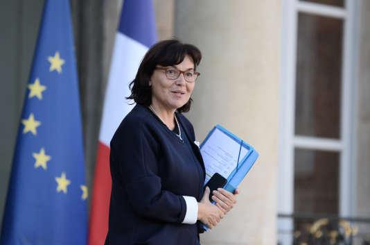 La ministre de la fonction publique, Annick Girardin, sur le parvis de l'Elysée, le5octobre2016.