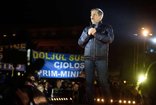 Le premier ministre roumain, Dacian Ciolos, lors d'un meeting du Parti national libéral à Bucarest, le 6 novembre.