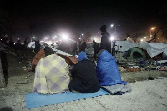 Des migrants sur l'île de Lesbos (Grèce), le 25 novembre.