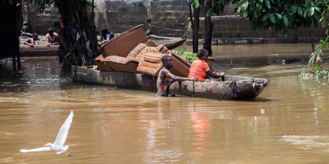Des inondations à Limete, à Kinshasa, le 9 décembre 2015, après une crue de la rivière N'djili. 31 personnes avaient perdu la vie en moins de trois semaines.