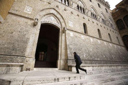 Le siège de la banque Monte dei Paschi di Siena, au Palazzo Salimbeni, à Sienne (Toscane).