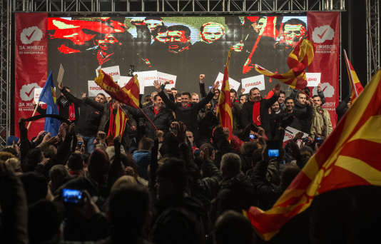 Zoran Zaev, le dirigeant de l'Union sociale-démocrate de Macédoine (SDSM),lors d'un meeting àSkopje, le 9 décembre.