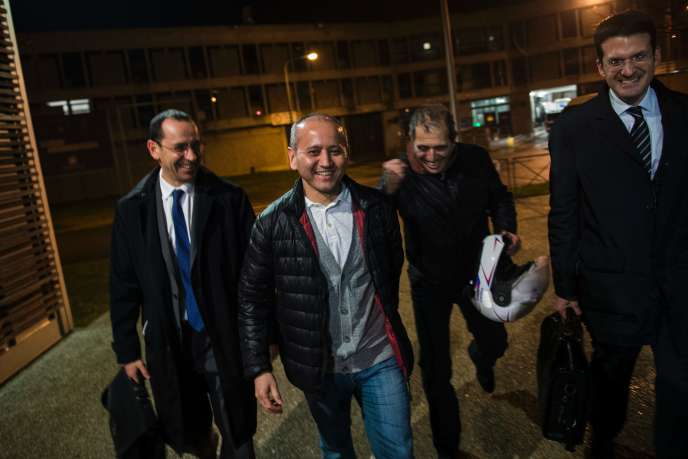 Moukhtar Abliazov à sa sortie de la prison de Fleury-Merogis (Essonne) le 9 décembre.