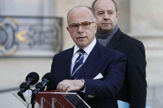 Le premier ministre Bernard Cazeneuve a annoncé que le gouvernement allait proposer de prolonger l'état d'urgence jusqu'au 15juillet 2017.