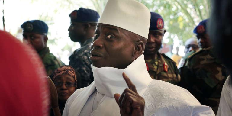 Le président sortant Yahya Jammeh à Banjul , le 1er décembre 2016, avant d'aller voter.