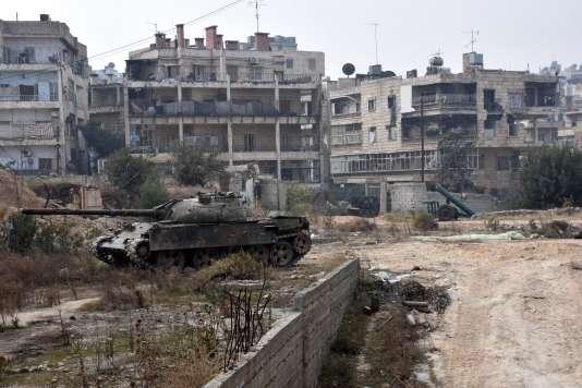 Des milliers de civils ont fui Alep, en Syrie.