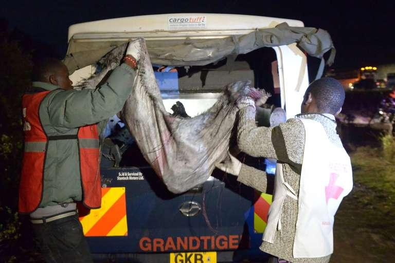 Sur les lieux de l'accident qui a fait des dizaines de morts, le 10 décembre, au Kenya.