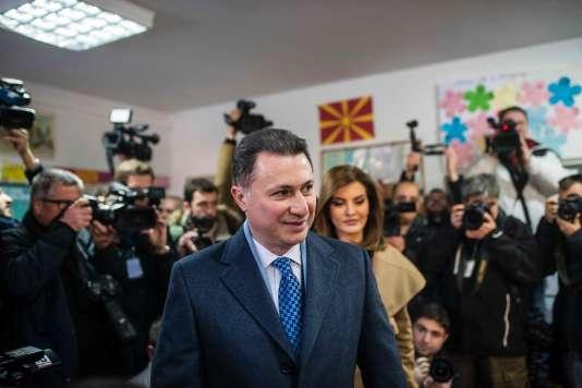 Nikola Gruevski, l'ancien premier ministre de Macédoine, dans un bureau de vote de Skopje, la capitale.