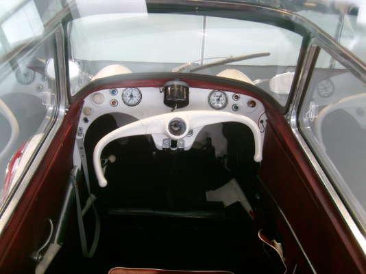 L'intérieur du Messerschmitt KR : soigné mais néanmoins spartiate avec son curieux demi-volant.