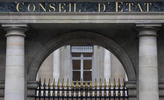 Le Conseil d'Etat souligne que « la succession des prorogations de l'état d'urgence peut conduire à des durées d'assignation à résidence excessives au regard de la liberté d'aller et de venir ».