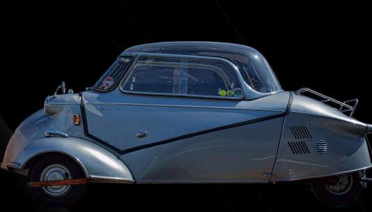 Contrairement à l'Isetta de BMW qui ressemblait à une motte de beurre, le KR de Messerschmitt se déploie tout en longueur.