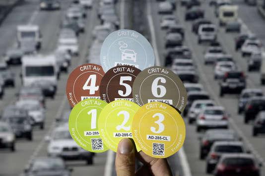 Entrées en vigueur le 1er janvier 2016 dans les agglomérations soumises à des pics de pollution réguliers, les vignettes Crit'Air ne sont pas obligatoires partout.