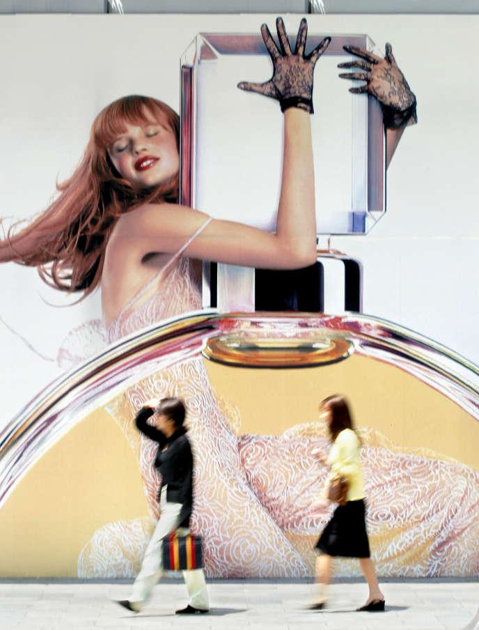 Publicité pour un parfum Chanel à Tokyo en 2013.