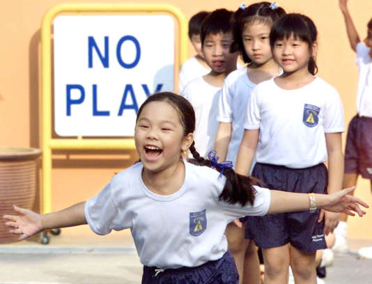 Des élèves de Singapour, pays à nouveau distingué par l'enquête PISA de l'OCDE sur les acquis des jeunes de 15ans.