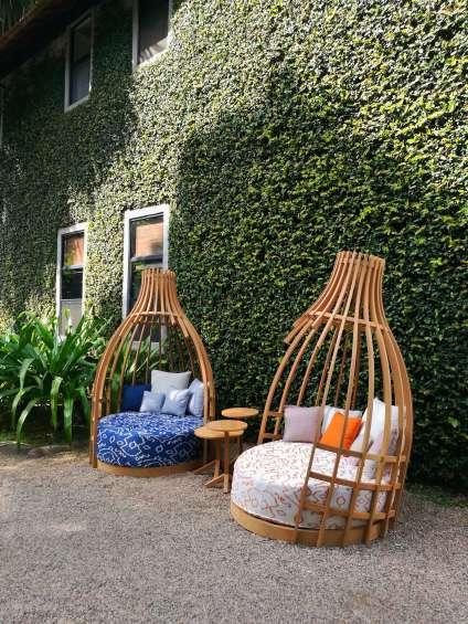 Deesawat a présenté, dans les jardins de l'hôtelRachamankhade Chiang Maï, sa nouvelle collection développée aveclefabricant de tissu Jim Thompson.