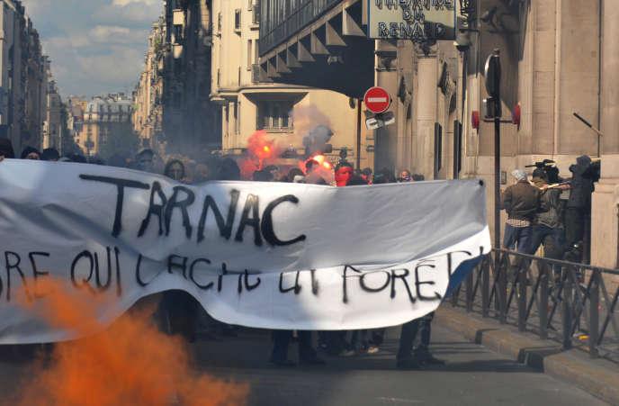 Des personnes manifestent le 21 juin 2009 à Paris en soutien aux neuf personnes du