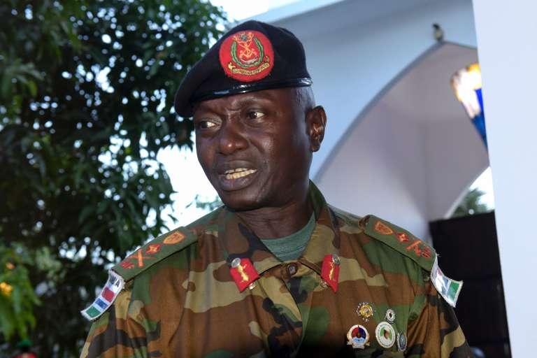Le chef d'Etat major gambien Ousman Badjie, qui affirme désormais soutenir le président sortant Yahya Jammeh et non le président élu Adama Barrow. Ici à Banjul le mardi 13 décembre.