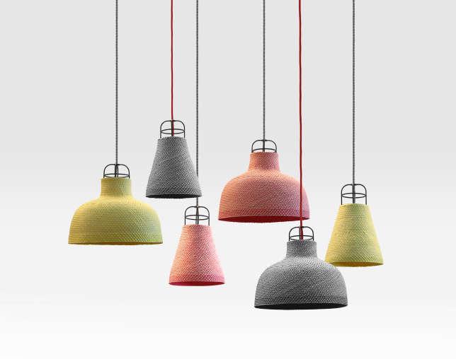 Les lampes THINGG ont été créées par le studio THINKK en collaboration avec des villageois spécialisés dans le tressage des feuilles de palmier.