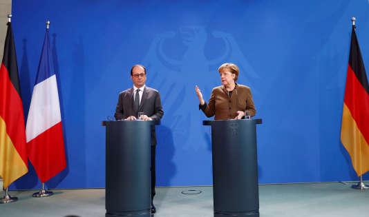 Le président Francois Hollande et la chancelière Angela Merkel à Berlin, le 13 décembre. Lors du sommet numérique à Berlin,les responsables politiques ont insisté sur l'importance de lacoopération franco-allemande dans le domaine.