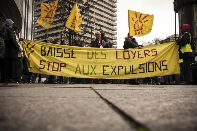 Manifestation à l'appel de l'association Droit au Logement, à Paris, le 11 décembre 2015.