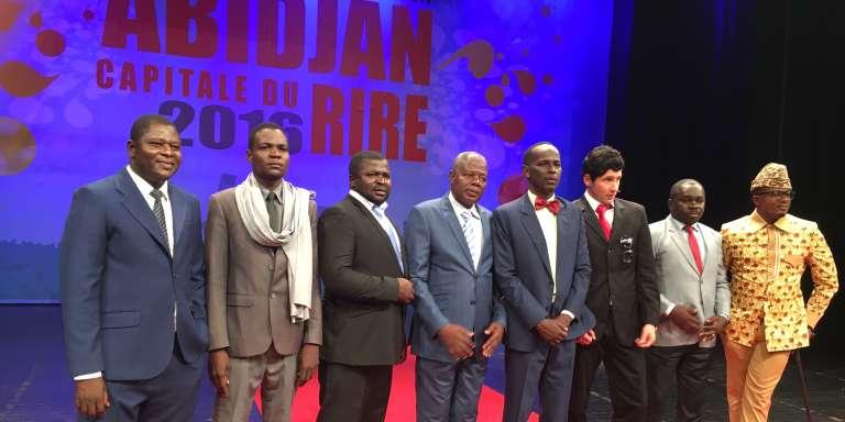 Sur scène, de gauche à droite : Gérard Ouédraogo (dans le rôle de Blaise Compaoré), Prince Djiko (Idriss Déby), Omar DeFunzu (Omar Bongo), Teisson (Alassane Ouattara), Mamane, Dany Mauro (Sarkozy), Kaizer (Paul Biya) et Sony (Mobutu).