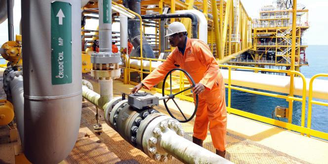 Une plate-forme d'extraction de pétrole appartenant à Total, à 35km de Port Harcourt, au Nigeria.