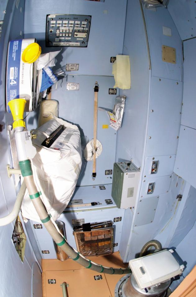 Les toilettes de la Station spatiale internationale.