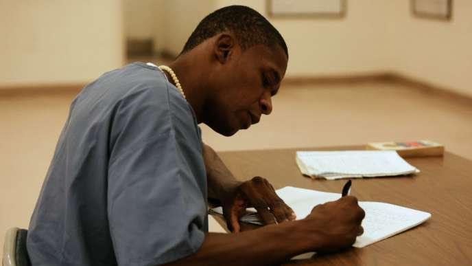 Léonard est enfermé à vie dans une prison de Floride.