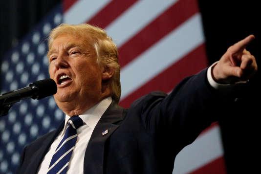 Pendant sa campagne, Donald Trump a accusé Pékin de manipuler sa devise pour favoriser ses exportations et n'exclut pas de relever les barrières tarifaires pour les produits fabriqués en Chine.