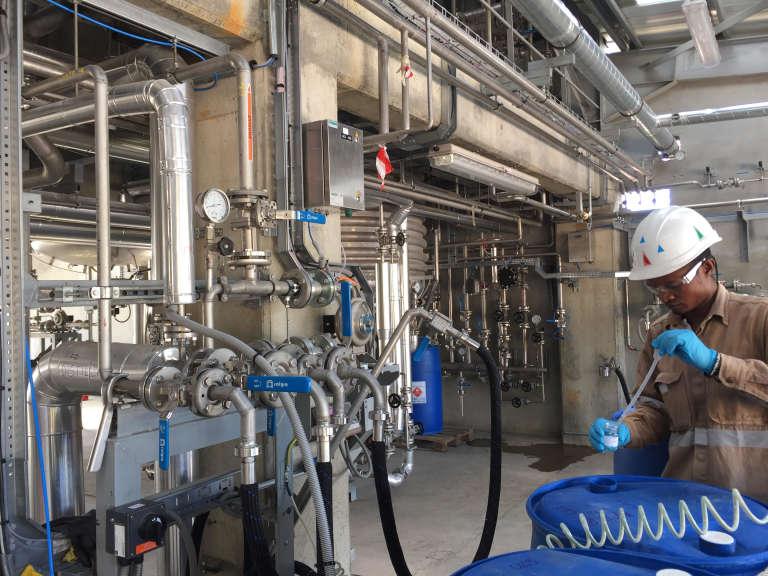 A l'intérieur de l'usine Natema de Tamatave, à Madagascar.