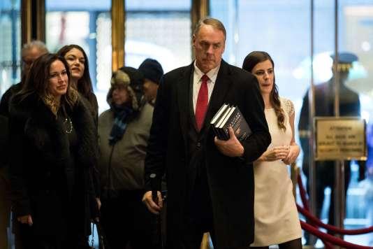 Ryan Zinke, le futur secrétaire à l'Intérieur, arrive à Trump Tower, le 12 décembre 2016.