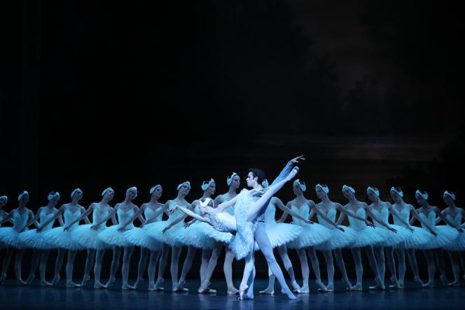 Myriam Ould-Braham et Mathias Heymann dans le «Lac des cygnes» par le Ballet de l'Opéra national de Paris.