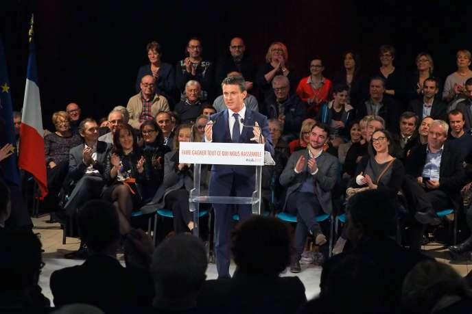 Manuel Valls, à Villemoustaussou (Aude), le 12 décembre 2016.