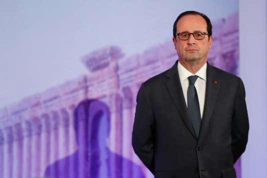 François Hollande, au Grand Palais, à Paris, le 13 décembre.