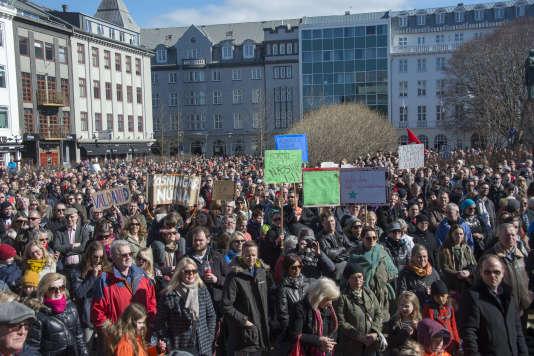Des milliers d'Islandais manifestent le 9avril à Reykjavik, après la révélation des Panama Papers.