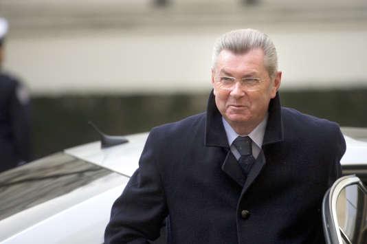 Le sénateur (LR) de l'Yonne a été mis en examen pour « recel de détournements de fonds publics ».