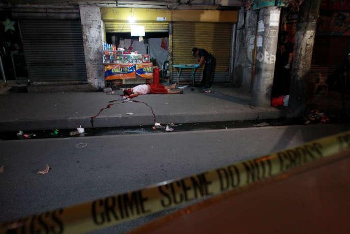 Une scène de meurtre lié à la « guerre contre la drogue », à Manille, le 7 décembre.