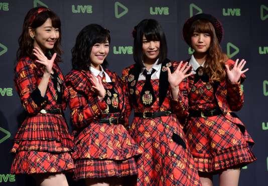 Des membres du groupe AKB48, à Tokyo, le 10décembre 2015.