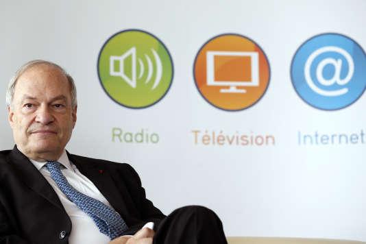 Michel Boyon, président du Conseil supérieur de l'audiovisuel,lors de l'attribution d'un canal de la TNT à la chaîne Numéro 23, à Paris, le 10juillet2012.