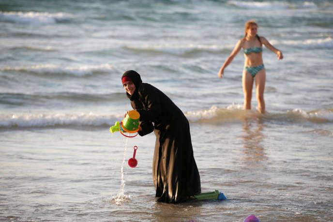 Sur une plage de Tel Aviv, le 21 août.