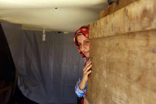 Une réfugiée syrienne originaire d'Homs, dans un cam de Kab Elias, dans la plaine de la Bekaa (Liban), le 20 juin.
