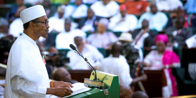 Le président nigérian Muhammadu Buhari présente le budget 2017 devant le Sénat, le14 décembre 2016.