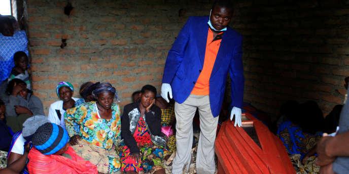 Lors de l'enterrement d'un membre de la garde royale du souverain du Rwenzururu, Charles Wesley Mumbere, le 30 novembre 2016, à Kasese.