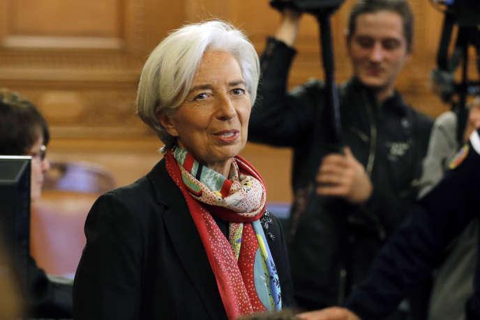 La patronne du FMI, Christine Lagarde, au Palais de justice de Paris, le 12 décembre. En savoir plus sur http://www.lemonde.fr/police-justice/article/2016/12/12/dossier-tapie-credit-lyonnais-christine-lagarde-se-defend-d-avoir-ete-negligente_5047783_1653578.html#ApvXDkAmVfyzydPX.99