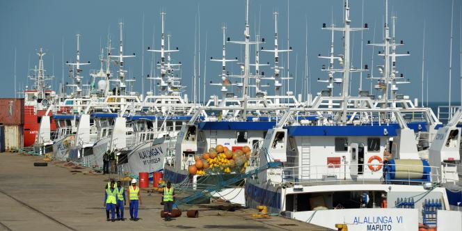 En mai 2016, sur les quais de Maputo, des patrouilleurs flambants neufs livrés par les Constructions maritimes de Normandie pour la société de pêche mozambicaine Ematum.