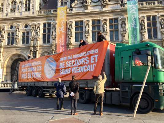 L'un des deux camions partis de Paris qui rejoindra le« People's Convoy » européen.