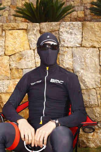 Un coureur de la BMC, avant l'entraînement.
