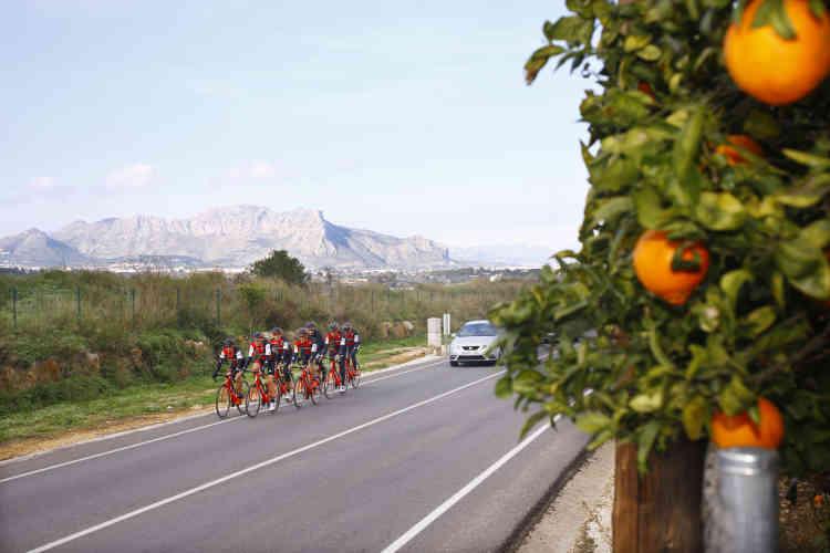 Une journée d'entrainement de l'équipe BMC, dans la région de Denia, en Espagne.