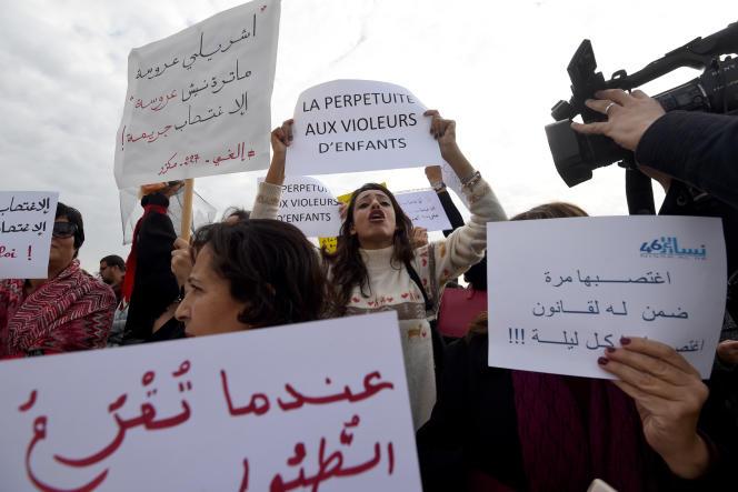 A Tunis, le 14 décembre, manifestation contre l'article 227bis du Code pénal tunisien.